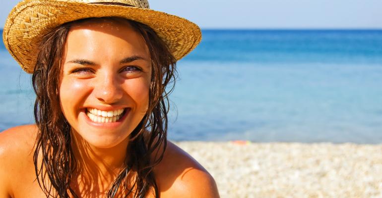 Cabelo saudável no verão: cabeleireiros ensinam como 'blindar' os fios