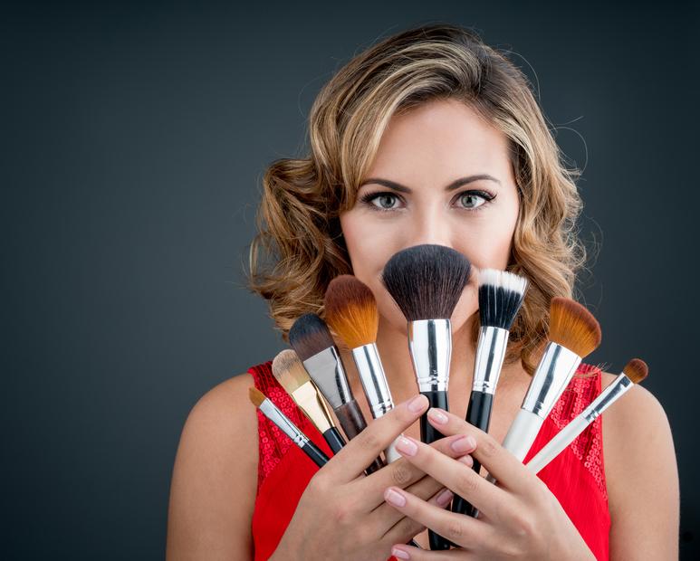 Conheça os 6 pincéis básicos de maquiagem