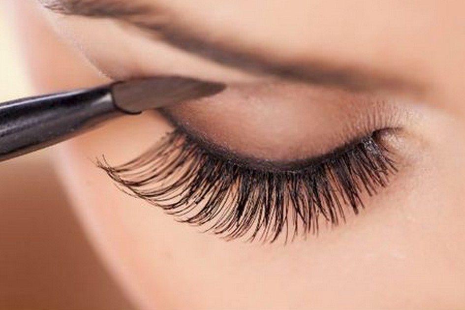 Pálpebras caídas: aprenda a disfarçar a imperfeição usando a maquiagem